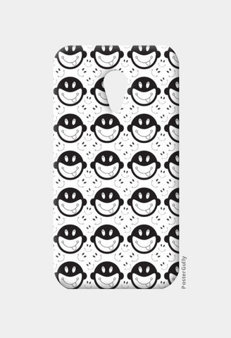 Monkey tongue out on black and white Moto G2 Cases | Artist : Designerchennai