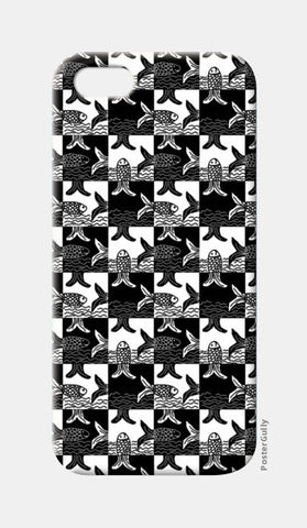 iPhone 5 Cases, Black And White Checkered Fish Pattern  iPhone 5 Cases | Artist : Seema Hooda, - PosterGully