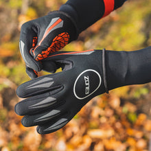Load image into Gallery viewer, Zone3 Neoprene Swimming Gloves - Tri Wetsuit Hire