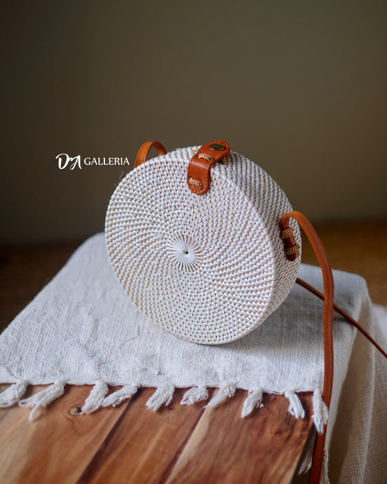 Plain White Round Rattan Bag (HR00022)