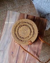 Load image into Gallery viewer, Swirled Rattan Bag Bali (HR00036)