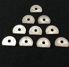 Load image into Gallery viewer, 10 Spring Shelf Washers #8 Hole Quarter