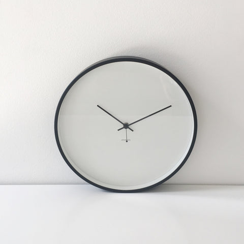 Minimal Clock in White + Black