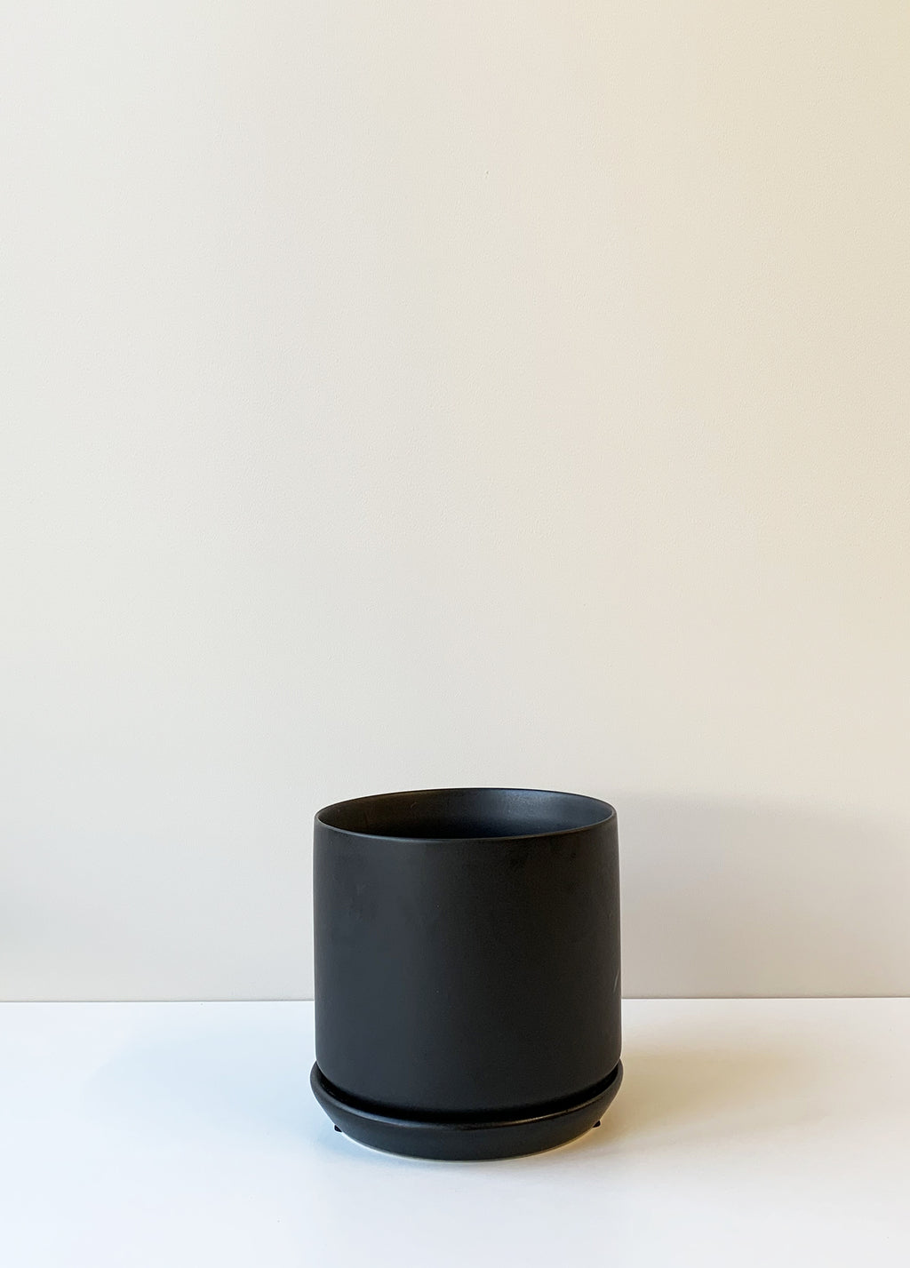 Oslo Planter Medium - Jet Black