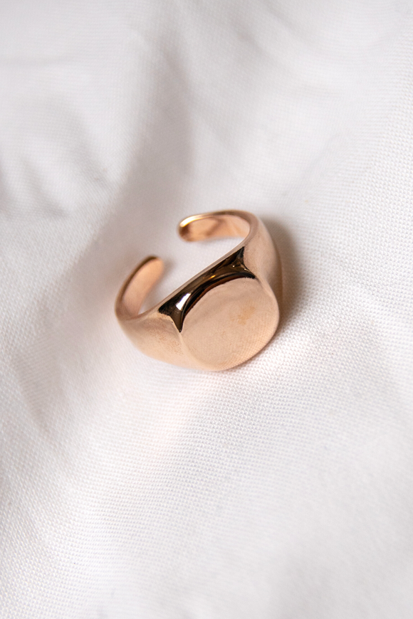 Eve Signet Ring
