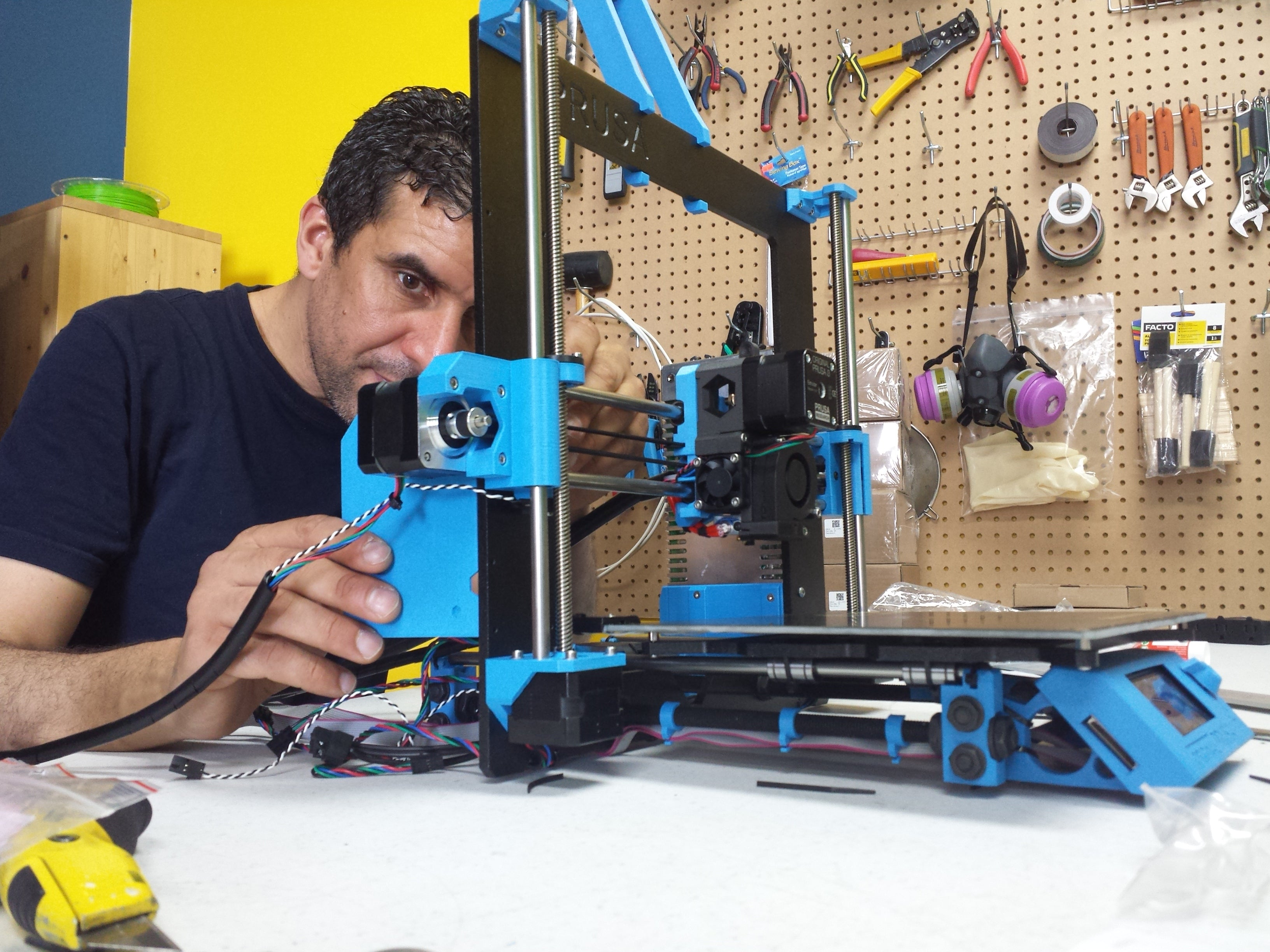 Picture of Voxel Factory assembling a Prusa i3 MK2 3D Printer