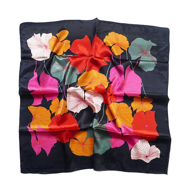 Tørkle Lotus print i Satin Silk feel Sort | Youtrend