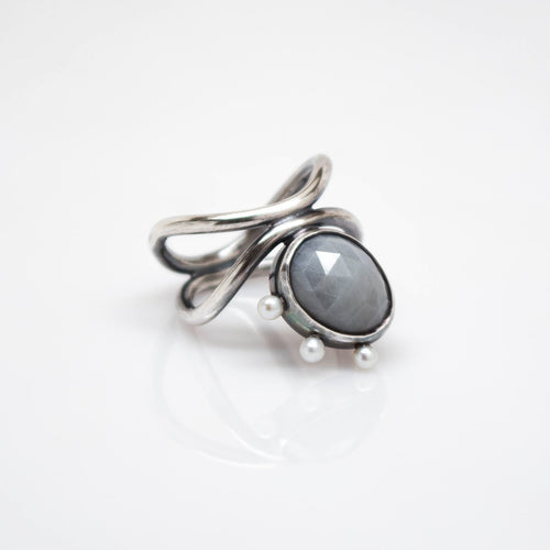 Diatom Ring - Size 7 - Oxidized Sterling Silver, Pastel Grey Sapphire - TIN HAUS