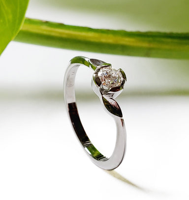 14kt white gold solitaire Canadian diamond leafy sprig engagement ring floral leaves vintage style era design vancouver