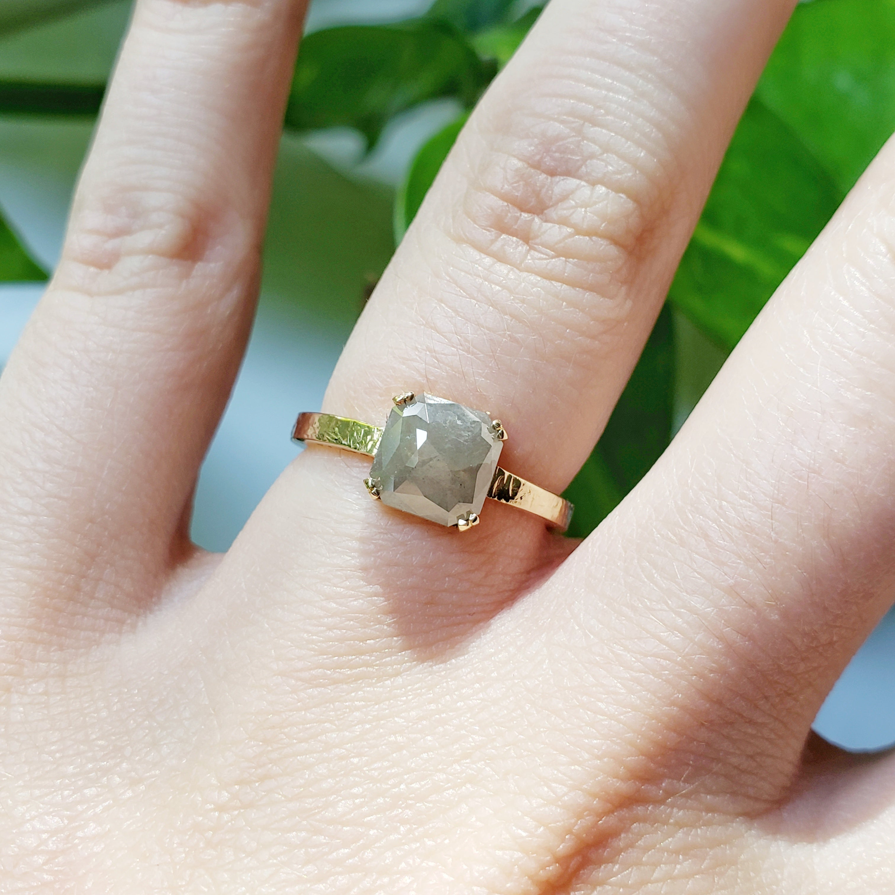 14kt yellow gold cinereal salt and pepper grey rose cut square diamond hammered texture handcrafted era design vancouver