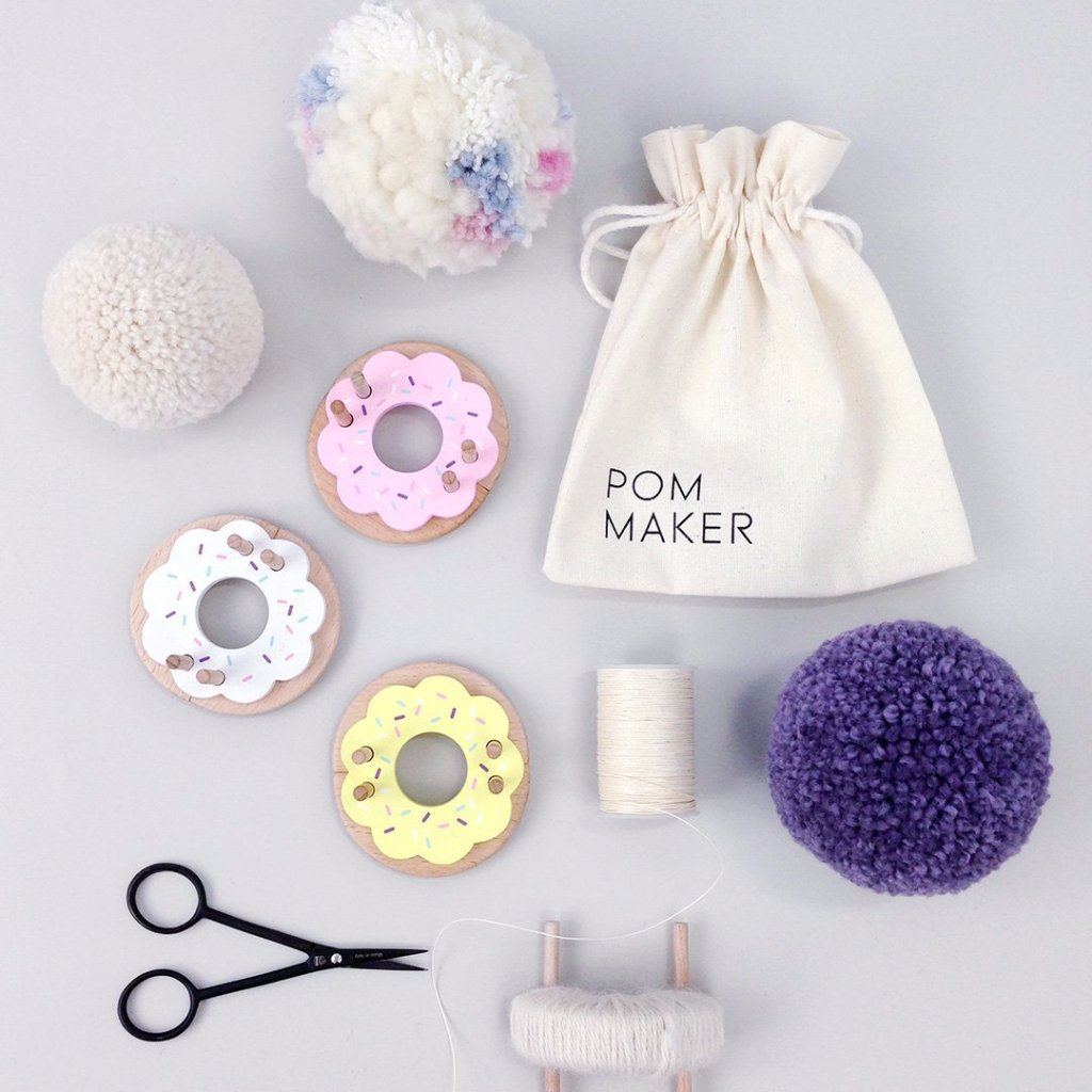 plastic pom pom maker instructions