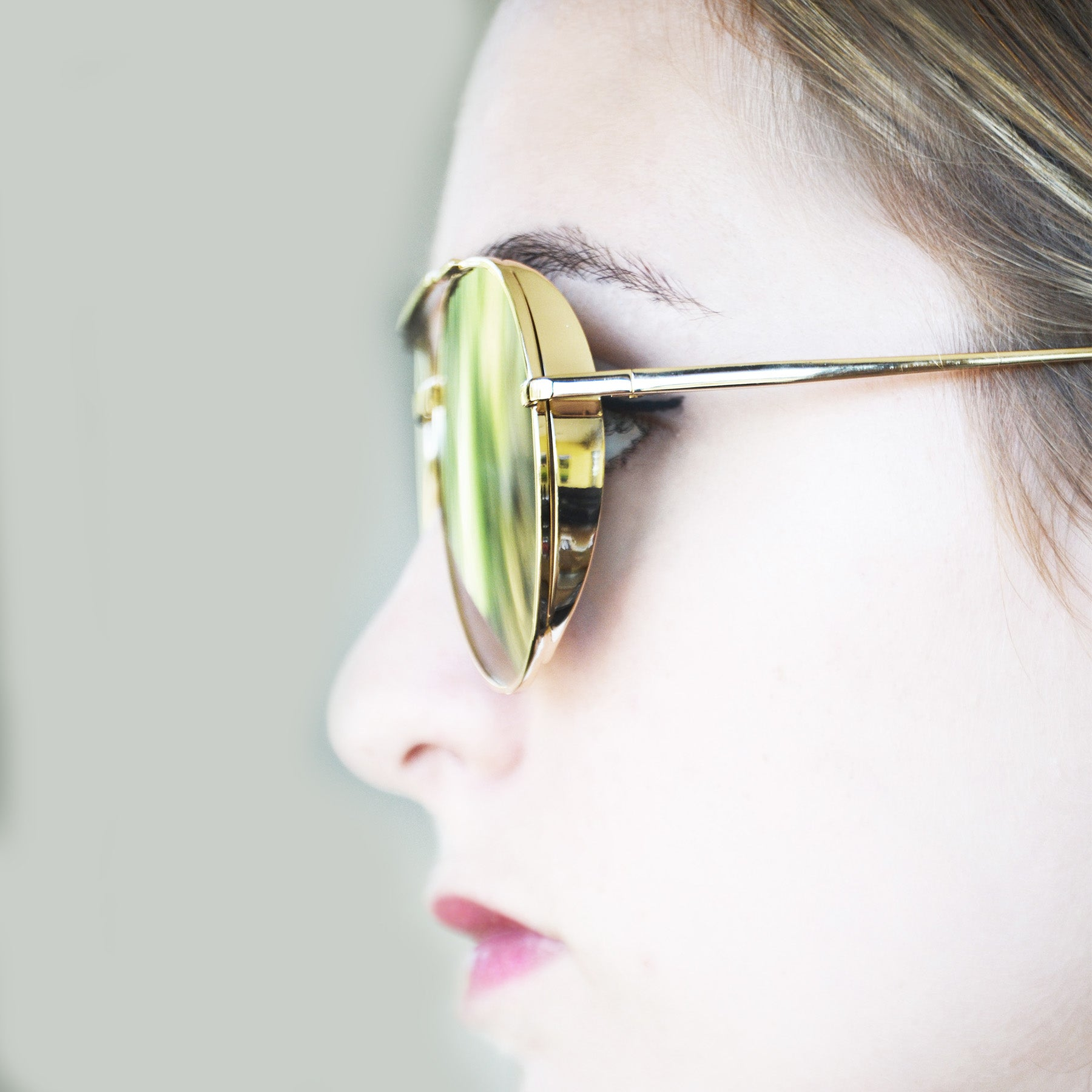 RECIFE SUNGLASS IN GOLD AND RAINBOW MIRROR