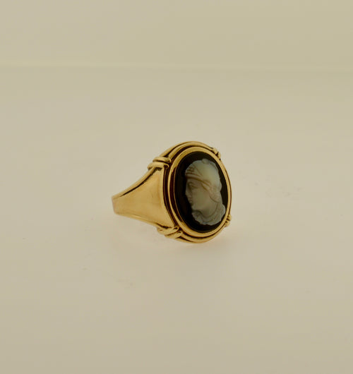 Men's Black and White Agate Cameo Gold Ring