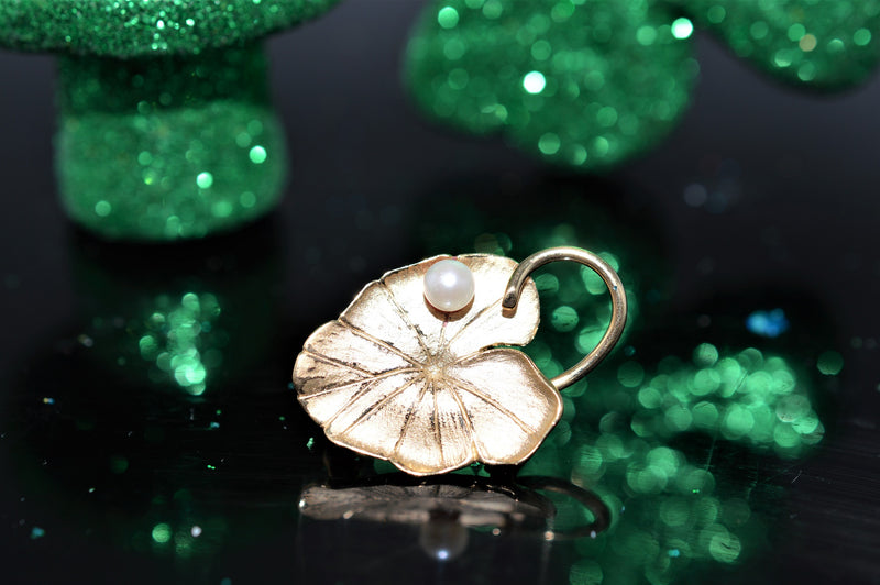 14K Gold Lily Pad Brooch with Pearl