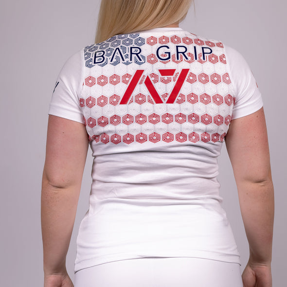 Americana White Bar Grip T-shirt, great as a squat shirt. Purchase Americana White Bar Grip tshirt from A7 UK. Purchase Americana White Bar Grip Shirt Europe from A7 UK. Best Bar Grip Tshirts, shipping to UK and Europe from A7 UK. Americana White bar grip tshirt that features American flag on the front and on the Bar Grip pattern on the back! The best Powerlifting apparel for all your workouts. Available in UK and Europe including France, Italy, Germany, Sweden and Poland