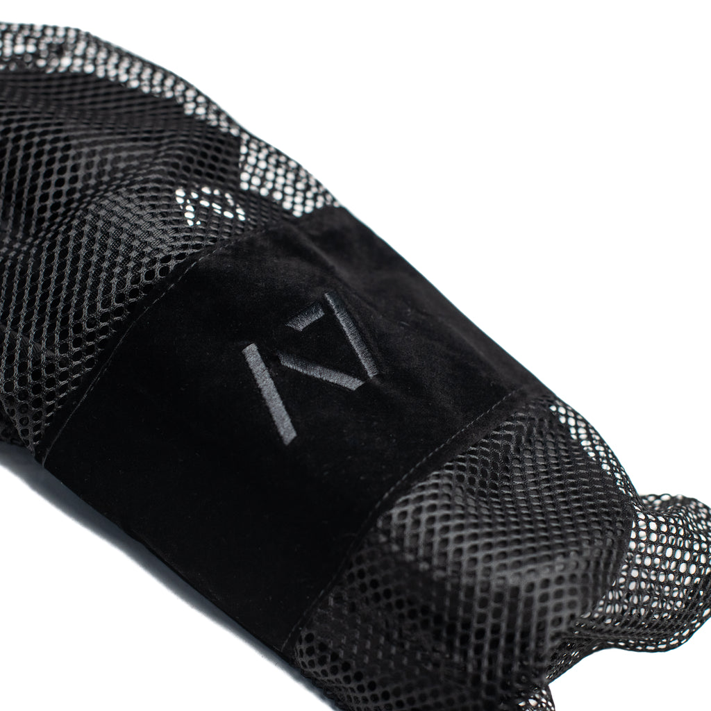 A7 Sumo Soul Slippers incorporate a diagonal strap that meets at the top of your foot to help keep you grounded with one simple adjustment of the strap. As you tighten the one strap it will pull directly along the side wall and top of your foot evenly and help contain your foot to the shoe with the outward pressure for Sumo style deadlifts and other outward pressure lifts.
