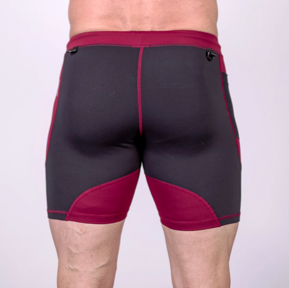OX compression shorts are perfect for training at a hot gym and even going for a jog outside. The shorts are made out of soft yet moisture-wicking fabric that allows for ultimate performance. A cell phone pocket and a key clip are added to make sure you have your valuables with you at all times. Available in UK and Europe including France, Italy, Germany, Sweden and Poland.