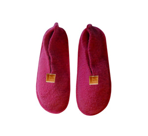 Warm, comfortable and cozy pink slippers, home shoes handmade of felted wool, Nordic reindeer leather sole.