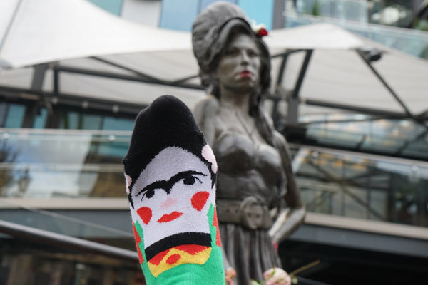 Amy Winehouse Statue - Sock Selfie with Frida Callus