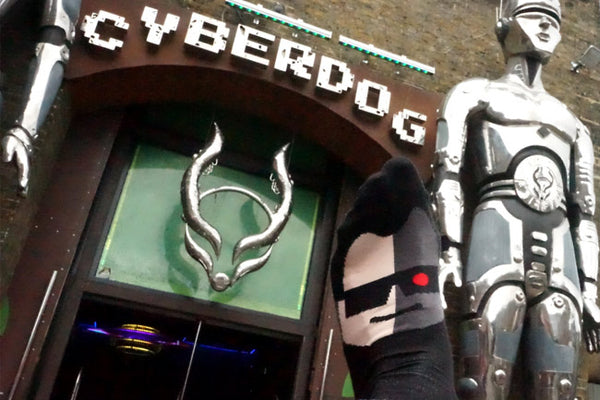 Cyberdog shop- where the Toeminator enjoys meeting cyborgs friends!