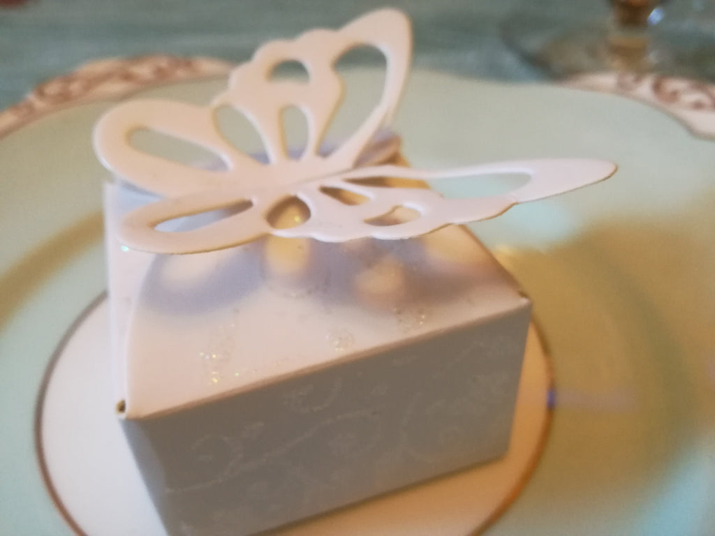 Delicate butterfly favour boxes