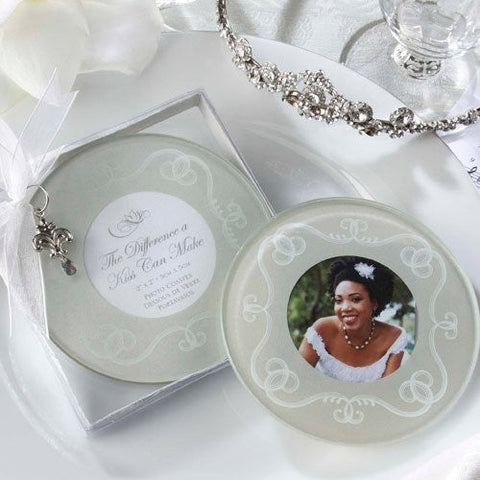 Round kissing coaster in white and silver