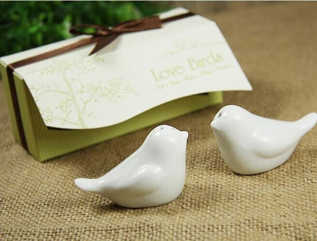 Cream and chocolate box lovebirds (89877215)