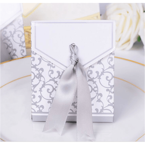 Silver ribbon gift box (89857379)