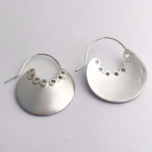 Round trim earrings