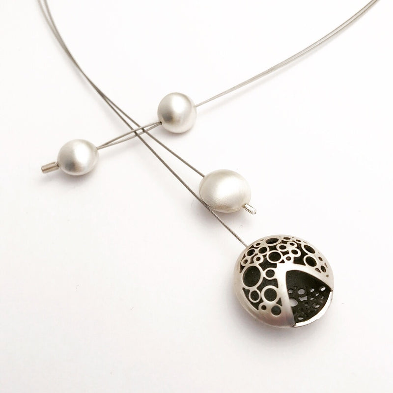 V moon split neckpiece