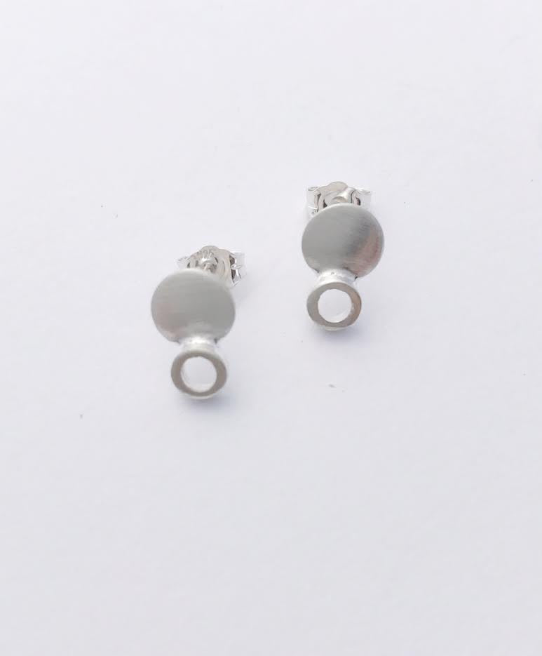 Esmall round dot earrings