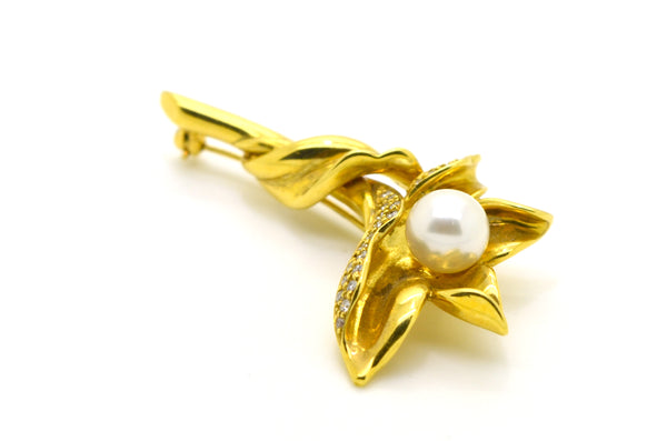 Vintage 18k Yellow Gold Flower Brooch with Diamonds & Pearl - .25 ct. total