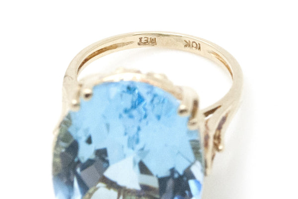 Vintage 10k Yellow Gold Oval Shaped Blue Topaz Cocktail Ring - 19.50 ct - Size 6