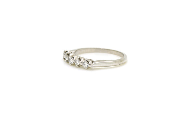14k White Gold 5-Stone Round Diamond Band Ring - .40 ct. total - Size 7