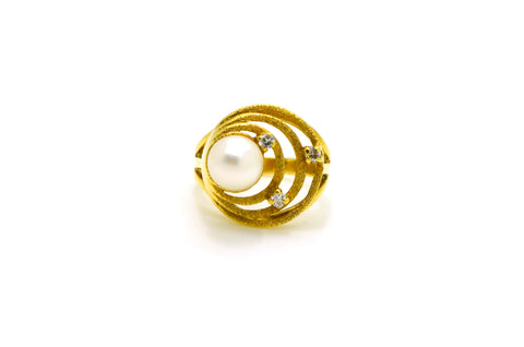 Vintage 18k Yellow Gold Diamond & Round White Pearl Ring - .08 ct. tw - Size 3.5