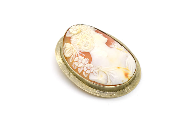 Vintage 14k Yellow Gold Woman Cameo Pendant Brooch in Engraved Frame - 50x 40 mm