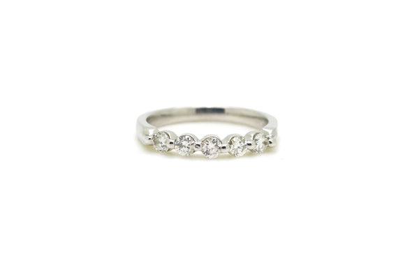 14k White Gold 5-Stone Round Diamond Band Ring - .50 ct. total - Size 7