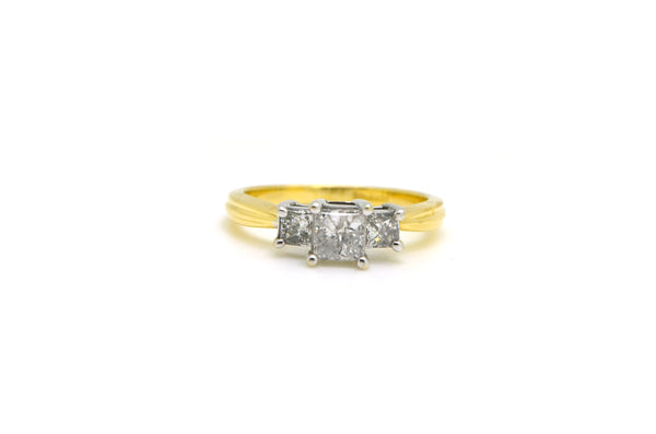 14k Yellow Gold 3 Stone Princess Diamond Engagement Ring - .90 ct tw - Size 6.75