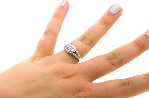 18k White Gold 3 Stone Round Diamond Engagement Ring - 1.50 ct total - Size 6.75