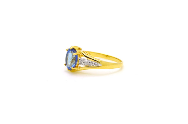 18k Yellow Gold Oval Shaped Tanzanite & Diamond Ring - 1.27 ct. tw - Size 6.75