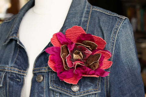 make a flower pin DIY leather and fabric scraps