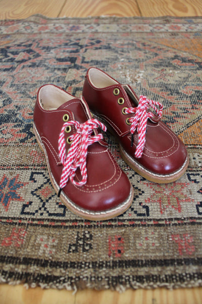 Vintage Pair of Children's Shoes: Size 9.5 - Diamonds & Rust