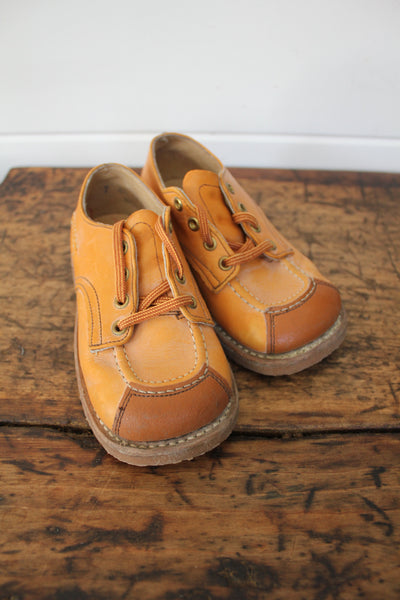 Vintage Pair of Children's Shoes: Size 7.5 - Diamonds & Rust