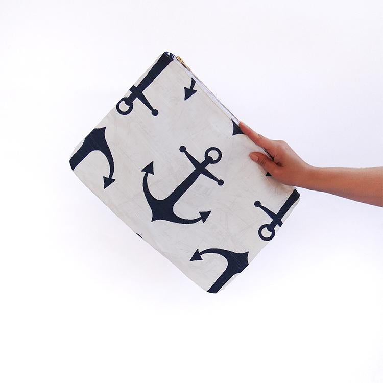 OLIVIA Clutch in Anchor / Laptop Case