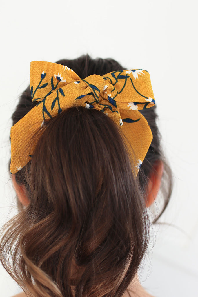 Bow Scrunchie in Yellow