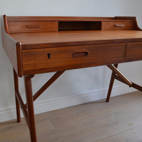 Writing Desk 64 model by Arne Wahl Iversen