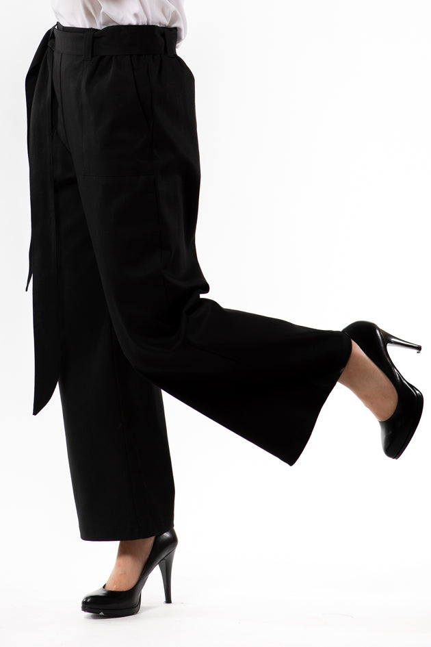 Victoria Pant - Black twill - side view on model - Lennard Taylor