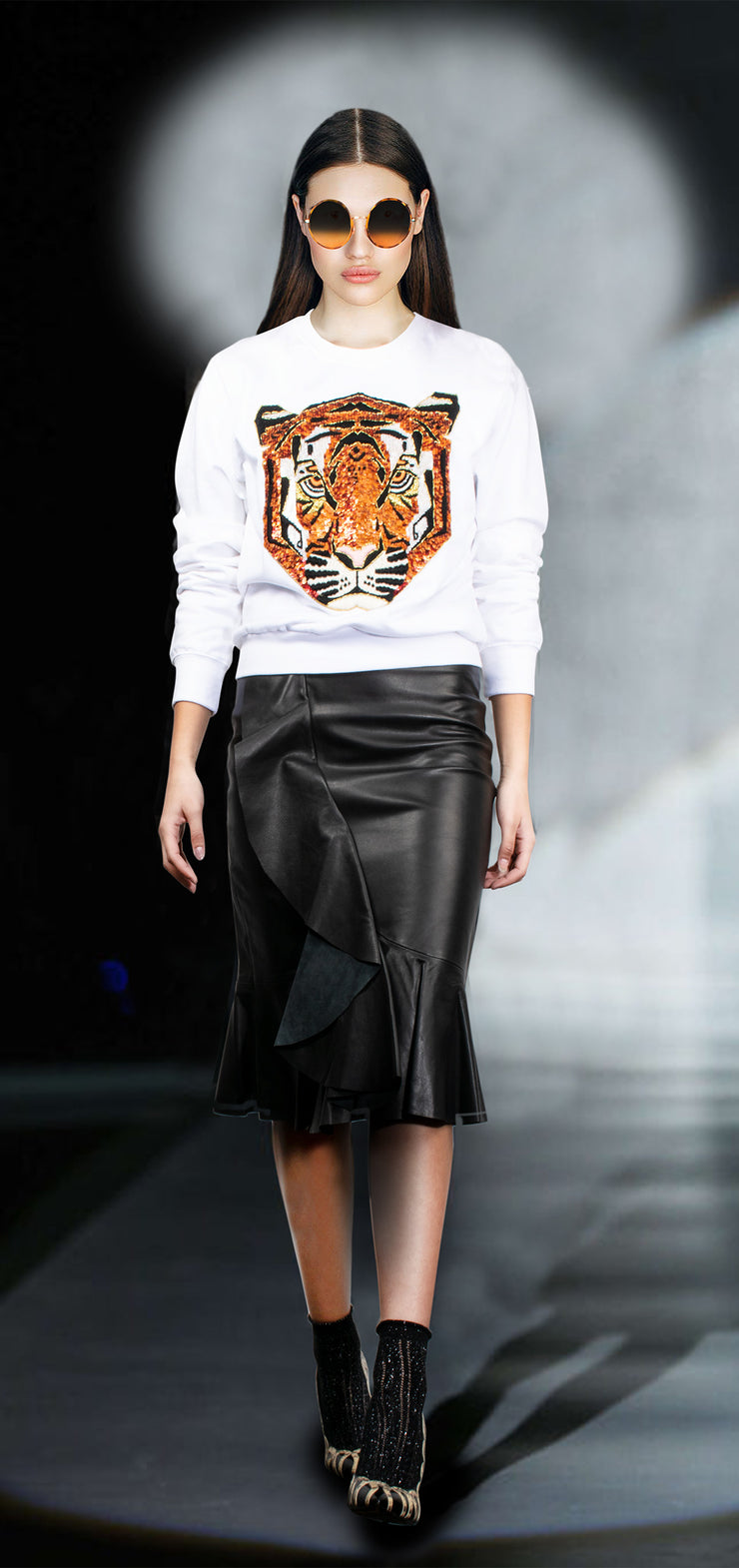 "Sweatshirt ""Tiger"" - white (model)"