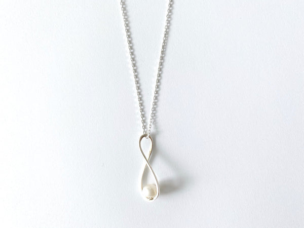 Eternal Grit Pearl Necklace