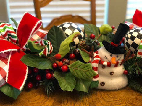 Holly Garland with Red, Green, Black & White Decor